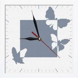 Stickpackung mit Stickgarn, Uhrwerk und Rahmen - Uhr mit Schmetterlingen