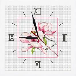 Stickpackung mit Stickgarn, Uhrwerk und Rahmen - Uhr mit Magnolie