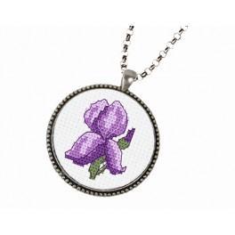 Stickpackung mit Stickgarn und Medallion - Medaillon mit Iris