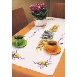 Stickpackung mit Stickgarn und Tischläufer - Frühlingstischläufer