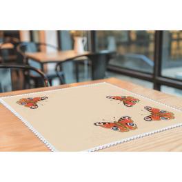 Stickpackung mit Stickgarn und Serviette - Serviette mit Schmetterlingen
