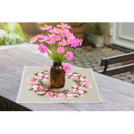 Stickpackung mit Stickgarn und Serviette - Serviette mit Magnolie