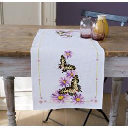 Stickpackung mit Stickgarn und Tischläufer - Schmetterlinge