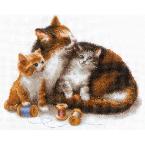 RIO 1811 Stickpackung mit Wollgarn - Kätzin mit Kätzchen