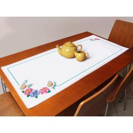 Stickpackung mit Stickgarn und Tischläufer - Tischläufer mit Blumen