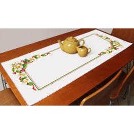 Stickpackung mit Stickgarn und Tischläufer - Weihnachttischläufer mit Blumen