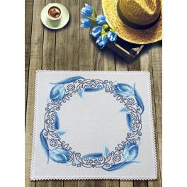 Stickpackung mit Stickgarn und Serviette - Serviette mit blauen Tulpen