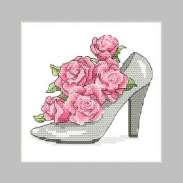 ZU 10326-01 Stickpackung - Karte - Schuh mit Rosen